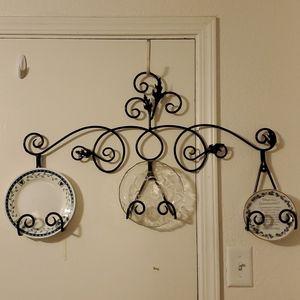 Decorative metal plate hanger